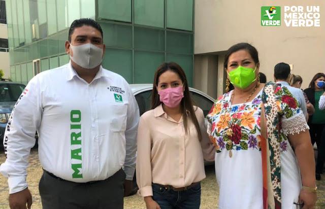 Los candidatos al Distrito 2 y 5 Federal de Yucatán, Mario Peraza Ramírez  y Carmen Navarrete, se registran en la Ciudad de México por la coalición Juntos Haremos Historia entre el PVEM-PT-MORENA