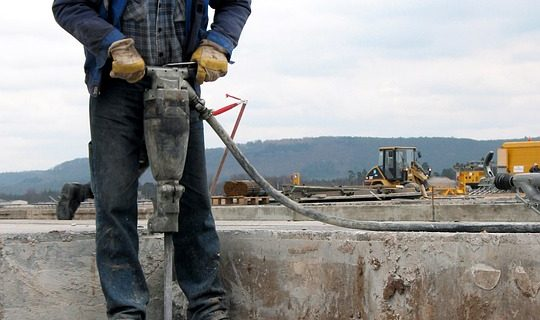 Difference between electric jack hammer and pneumatic: which one is better