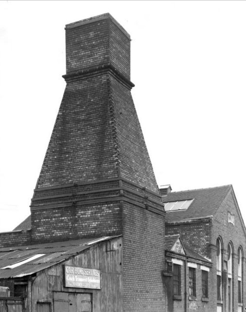 Calcining kilns Dalehall Mills Ltd., Adkins Street, Cobridge, Stoke-on-Trent photo D. Morris c1975