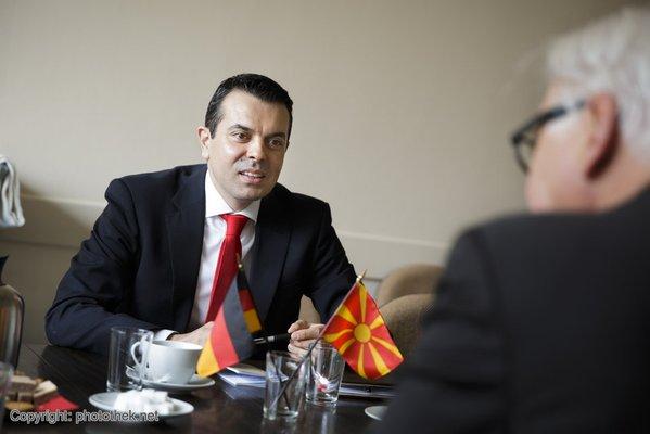 Makedonischer Außenminister trifft sich mit Steinmeier