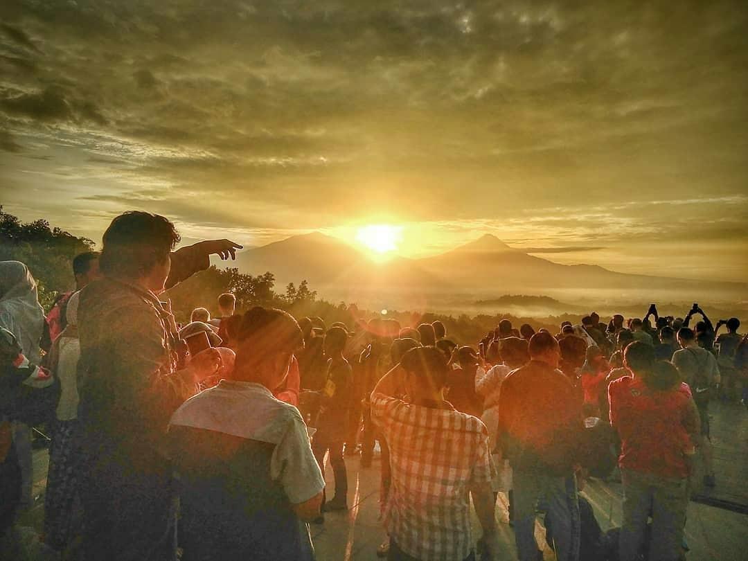 Keindahan Sunrise Punthuk Setumbu Magelang