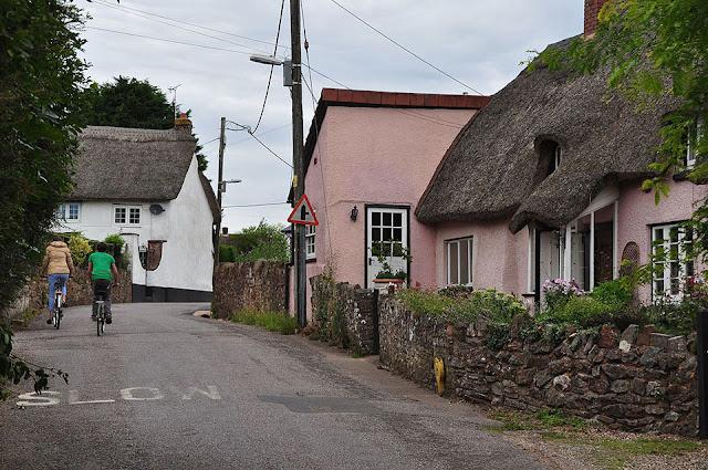 Ngôi làng mỗi năm cao thêm 2cm ở Anh
