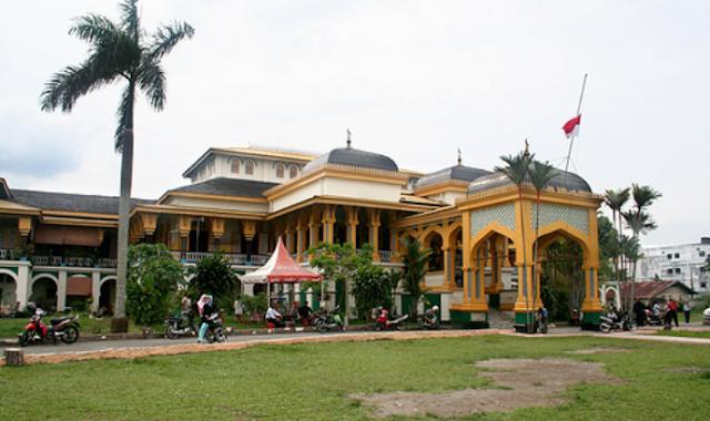 Wisata Istana Maimun Medan