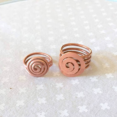 free instructions how to dome a copper wire ring - tutorial by Lisa Yang