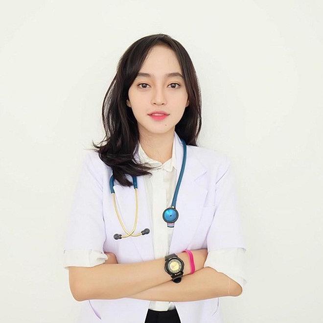 """4 nữ bác sĩ châu Á – nhan sắc """"nữ thần"""", thân hình sexy đủ cả"""