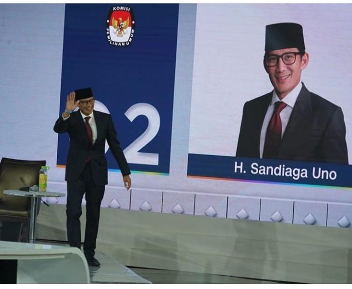Penampilan Keren Sandi,  Tuyul Menangkan Polling 01