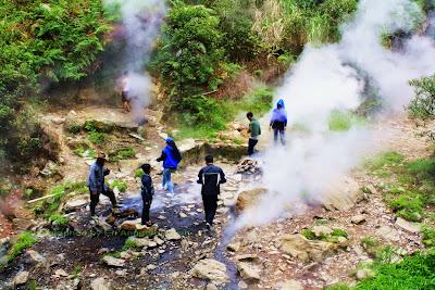 Spa alami di Kawah Hujan Kamojang Kabupaten Bandung.