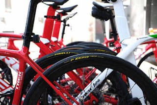 Le bici del team Trek-Segafredo con gomme Pirelli al Tour Down Under