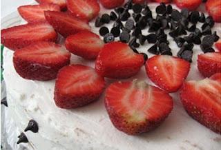 Çilekli Pasta Tarifi Yapımı (videolu anlatım)