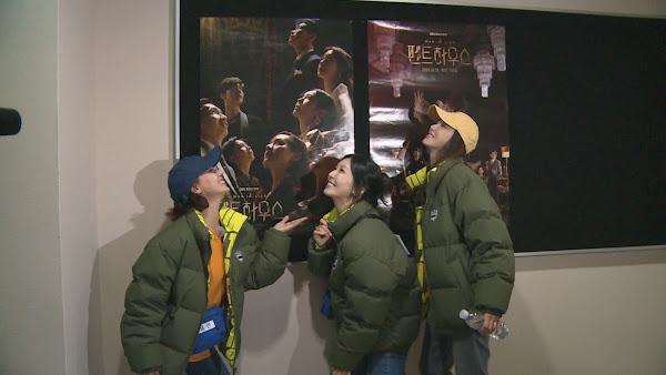 (左起)柳真、金素妍、李智雅抓緊時機為戲宣傳