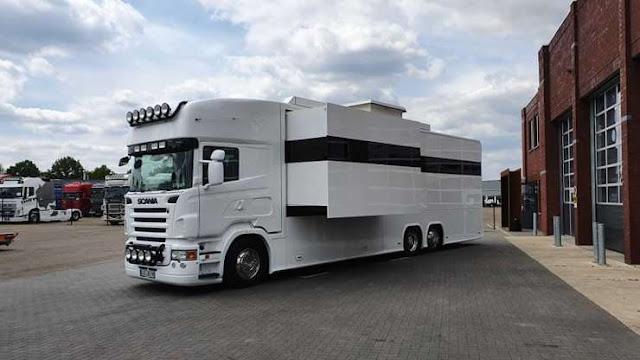 Amazing Scania RV tiene tres habitaciones con garaje y elegante interior