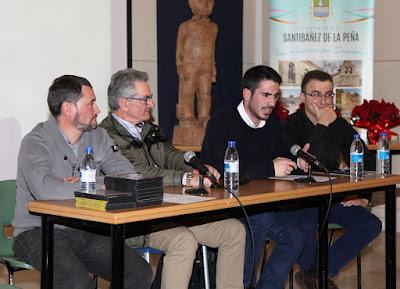 Los responsables del proyecto junto con el alcalde de Santibañez de la Peña.