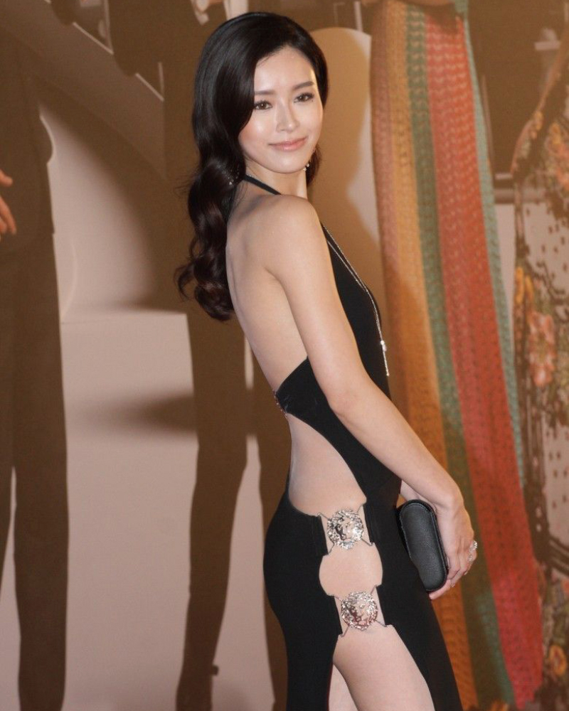 artis seksi Hongkong Janice Man tidak pakai celana dalam