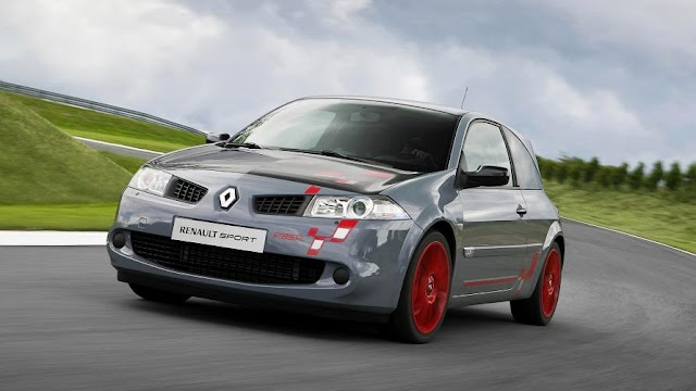 Retro review: the hardcore Renault Megane R26.R