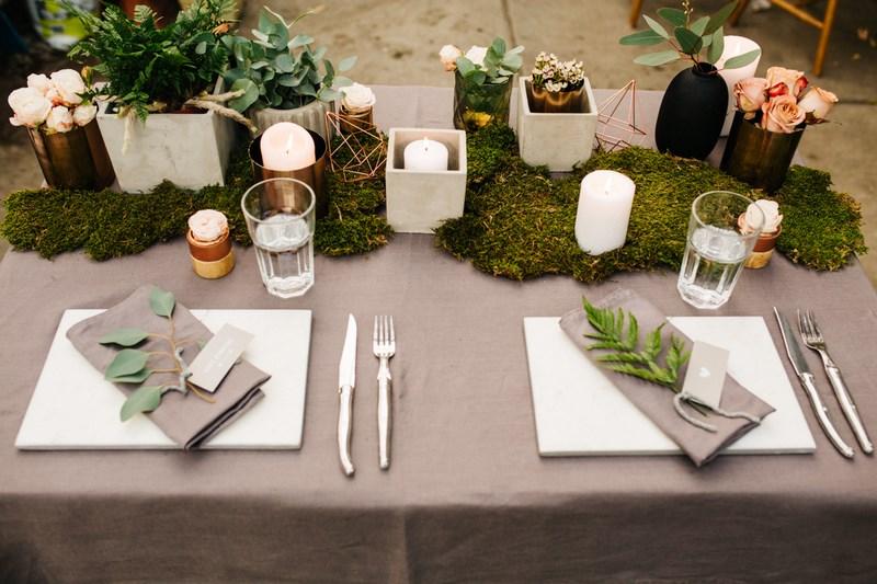 Paproć jako ozdoba stołu weselnego