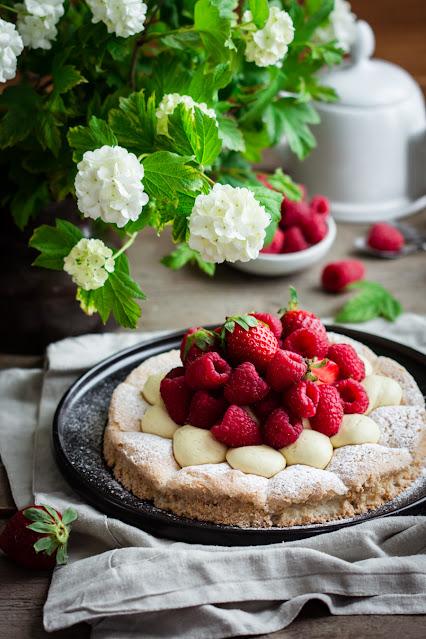 Tarte dacquoise aux fruits rouges