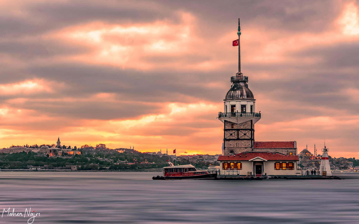 maiden's tower - 9 amazing lighthouses you just have to see