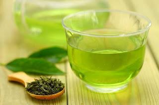 Le thé vert favorise l'élimination