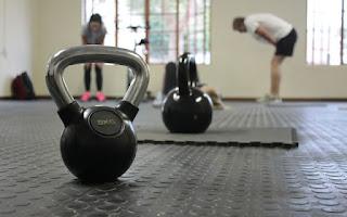 exercícios de peso combinado com cardiovascular