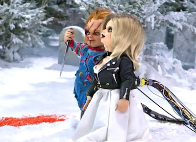 Chucky and Tiffany stroll through the snow in a movie still from Seed of Chucky (2004)