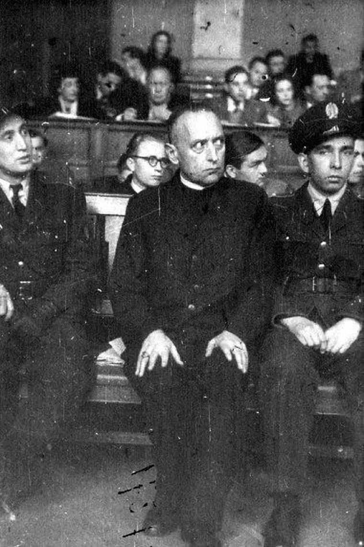 O heroico Cardeal Mindszenty, arcebispo de Budapest, julgado e condenado iniquamente por se opor ao comunismo.