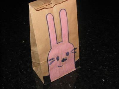 dibujo de caricaturas en bolsa de papel