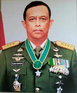 Alm-Mantan-Panglima-TNI