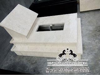 Makam Marmer Bayi
