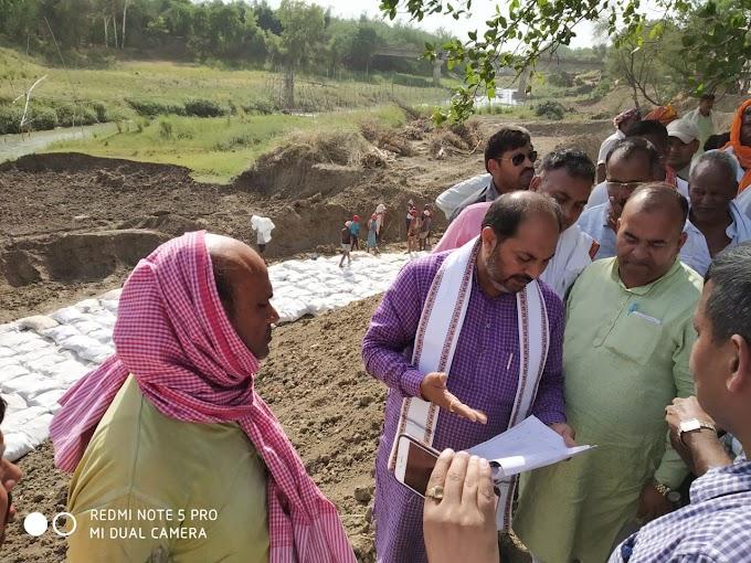 कटान रोकने के लिए बन रहा बांध गड़बड़ झाला का शिकार, मंत्री ने ग्रामीणों को दी निगरानी की जिम्मेदारी