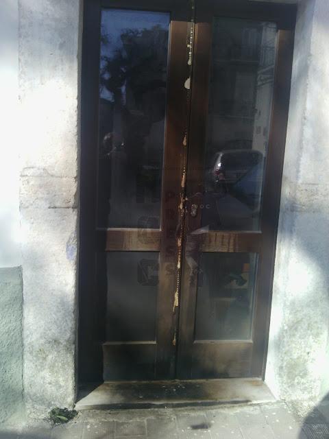 Monte Sant'Angelo, incendio porte del Comune. la solidarietà della politica locale e regionale