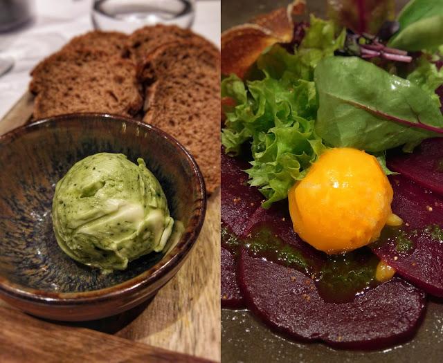 Mit Kräutern verfeinerten Butter und Scheiben von Roter Bete mit Blattsalat und einem Stundenei.