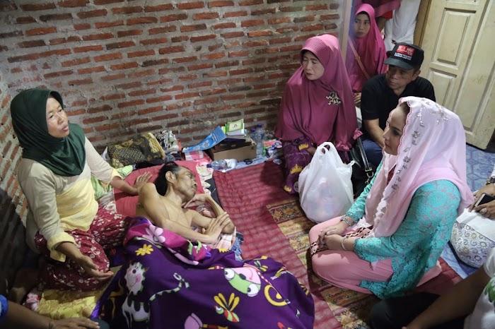 Kunjungan Yustin Ficardo Jenguk Pak Jamal Buat Haru Masyarakat