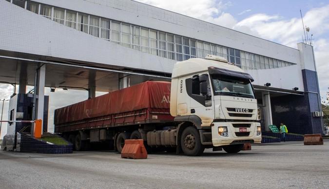 Porto de Paranaguá bate recorde em movimento de caminhões