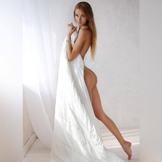 Valenti Vitel Hot Pics and Bio