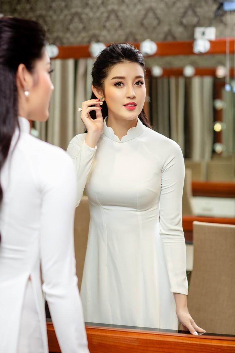 Huyền My đẹp dịu dàng trong trang phục áo dài trắng-ảnh 10
