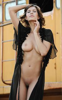 Horny and twerking - Suzanna%2BA-S01-016.jpg