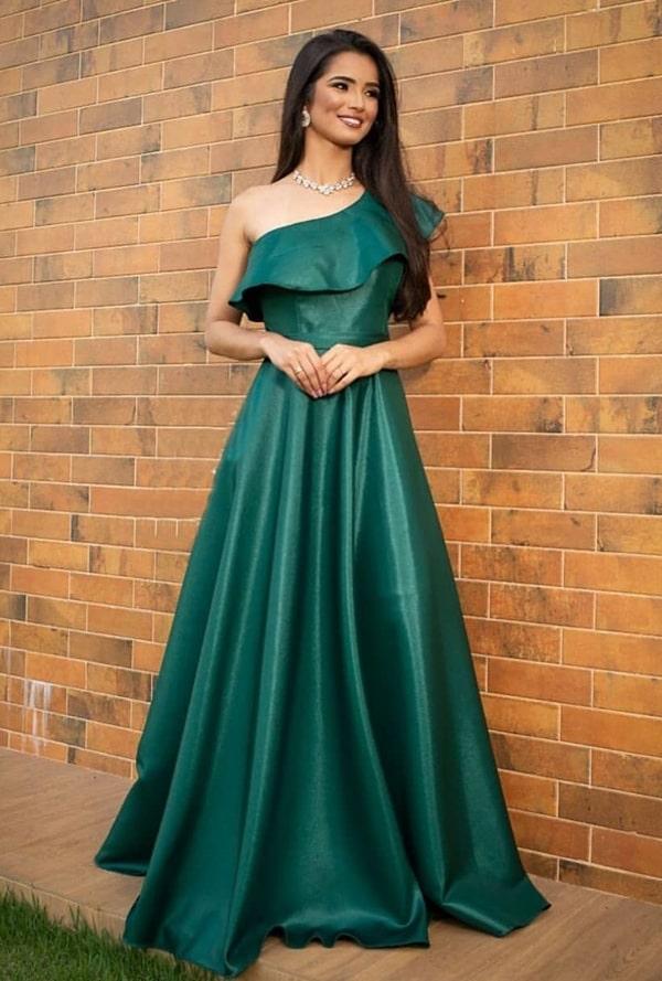 vestido longo verde com um ombro só para madrinha de casamento