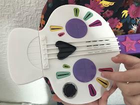 Vampirinia spookylele skull instrument