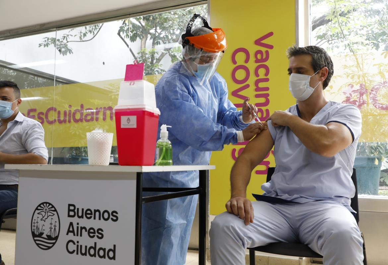 La OMS no recomienda por el momento aplicar una tercera dosis de la vacuna contra el coronavirus