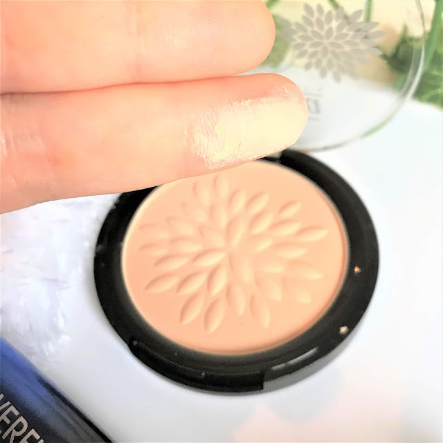 Lavera Mineral Compact Powder in Ivory