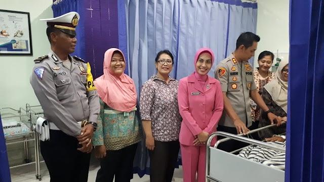 Ini Yang Dilakukan Kapolres Nganjuk Dan Ketua Bhayangkari Cabang Terhadap Warganya Yang Membutuhkan Bantuan