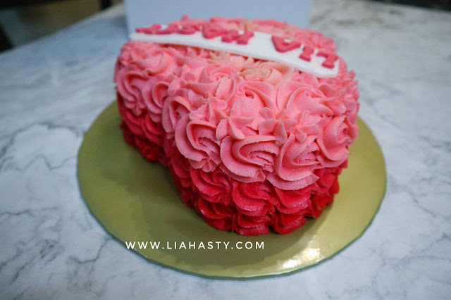 """""""Pretty in Pink"""" Kek warna pink berbentuk hati dari The Cakery"""