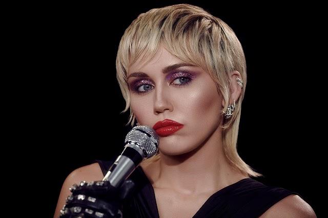 Miley Cyrus confirmada en la Super Bowl
