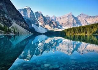 Moraine Lake - Photo by John Lee on Unsplash