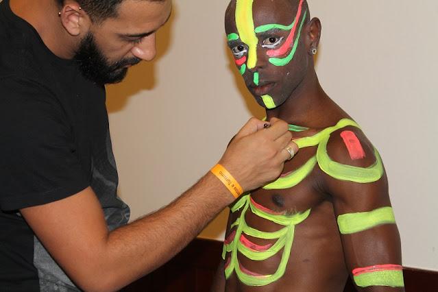 Produção de body painting fluorescente para artistas que se apresentaram na festa de encerramento da convenção de vendas da empresa Ajinomoto em Foz de Iguaçu
