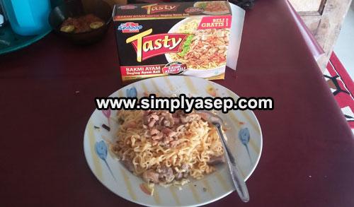 "SIAP SANTAP  : Mie Syedap ""TASTY"" Bakmi Ayam dengan daging ayam asli siap di santap.  Foto Asep Haryono"