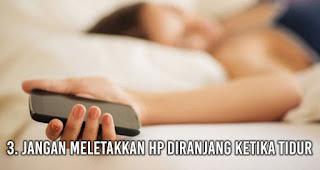 Jangan meletakkan HP diranjang ketika tidur