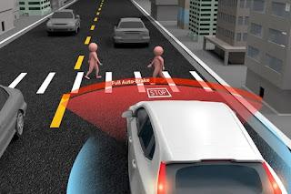 ¿Es efectivo el sistema de asistencia a la frenada de emergencia en los vehículos?