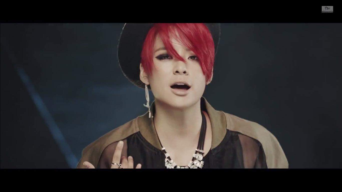 F4Plus1: f(x) Red Light MV Review F(x) Amber Red Light