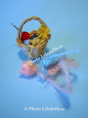 miniature knittingbasket, miniatures, homemade, dollhouseminatures